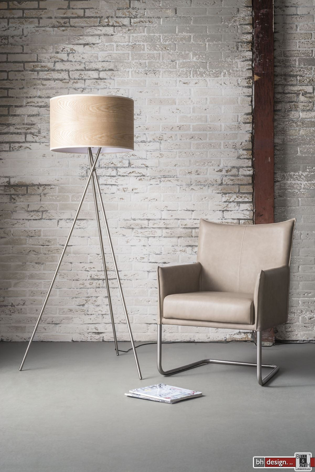 oak line stehlampe mit 3 fu gestell und eichenschirm h 167 x 50 cm powered by bell head. Black Bedroom Furniture Sets. Home Design Ideas