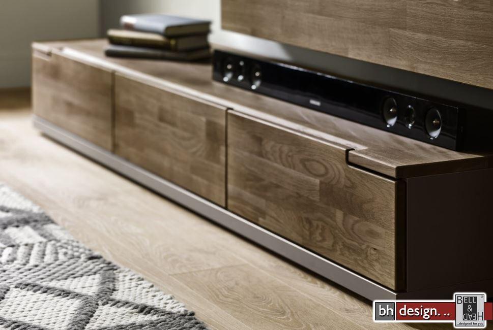 tv board lowboard santiago korpus in wei hochglanz fronten in wei hochglanz und wei. Black Bedroom Furniture Sets. Home Design Ideas